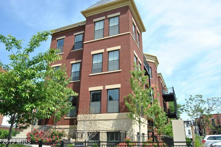 1323 Girard Condos For Sale